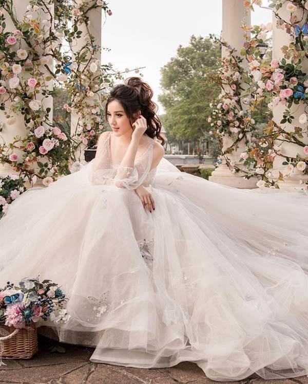 Á hậu Huyền My tung ảnh cưới đẹp như mơ dịp cuối năm khiến fans xôn xao-2
