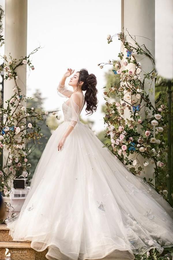 Á hậu Huyền My tung ảnh cưới đẹp như mơ dịp cuối năm khiến fans xôn xao-3