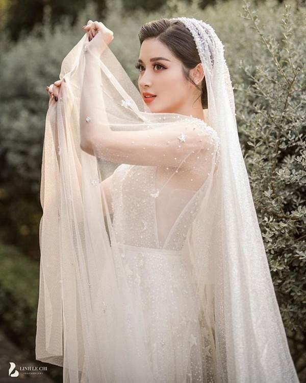 Á hậu Huyền My tung ảnh cưới đẹp như mơ dịp cuối năm khiến fans xôn xao-4