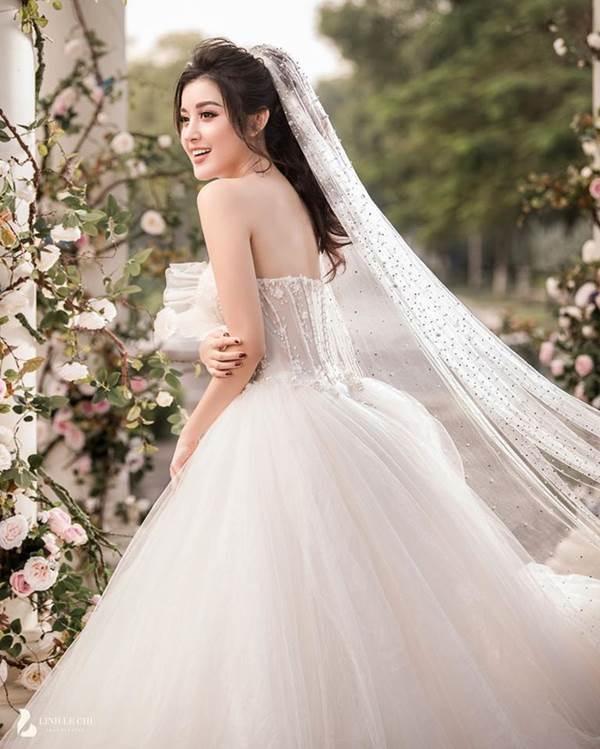 Á hậu Huyền My tung ảnh cưới đẹp như mơ dịp cuối năm khiến fans xôn xao-5