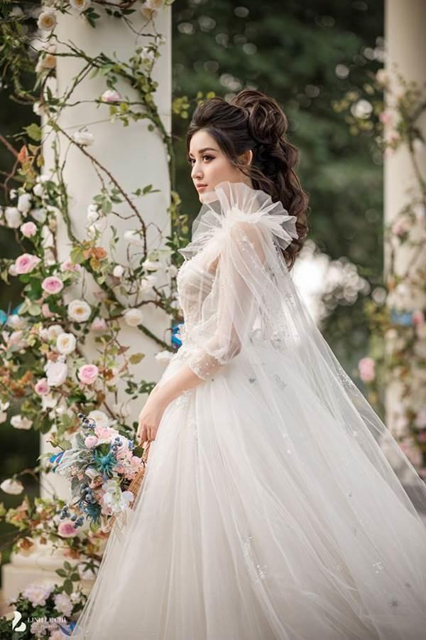 Á hậu Huyền My tung ảnh cưới đẹp như mơ dịp cuối năm khiến fans xôn xao-6
