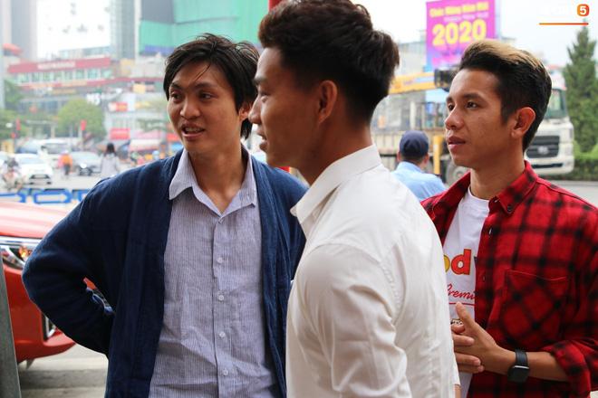 Đám hỏi trung vệ Duy Mạnh - Quỳnh Anh: Chủ rể ngại ngùng khi đặt chân tới nhà gái-12