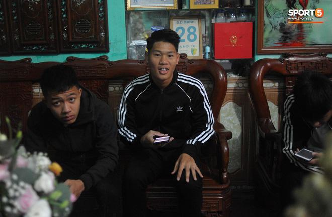 Đám hỏi trung vệ Duy Mạnh - Quỳnh Anh: Chủ rể ngại ngùng khi đặt chân tới nhà gái-27