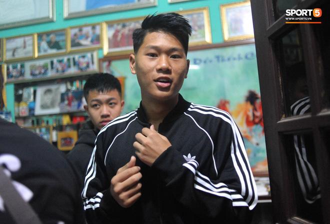 Đám hỏi trung vệ Duy Mạnh - Quỳnh Anh: Chủ rể ngại ngùng khi đặt chân tới nhà gái-28