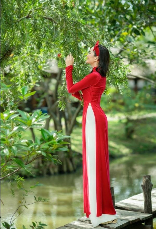HHen Niê tóc dài dịu dàng, rạng rỡ diện áo dài Tết bên mẫu nhí-6