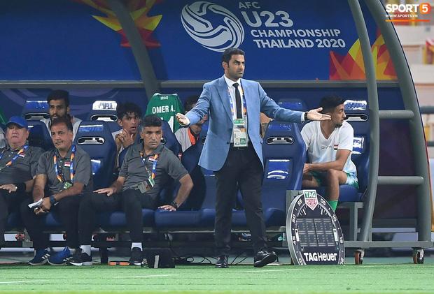 HLV trưởng U23 Iraq trách trọng tài xem VAR quá nhanh rồi ra quyết định có lợi cho Thái Lan-2