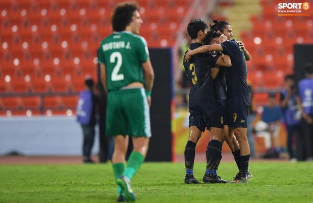 HLV trưởng U23 Iraq trách trọng tài xem VAR quá nhanh rồi ra quyết định có lợi cho Thái Lan-3