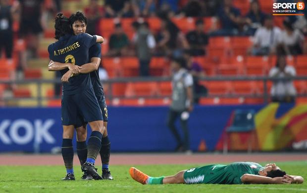 HLV trưởng U23 Iraq trách trọng tài xem VAR quá nhanh rồi ra quyết định có lợi cho Thái Lan-4