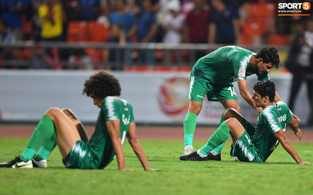 HLV trưởng U23 Iraq trách trọng tài xem VAR quá nhanh rồi ra quyết định có lợi cho Thái Lan-5