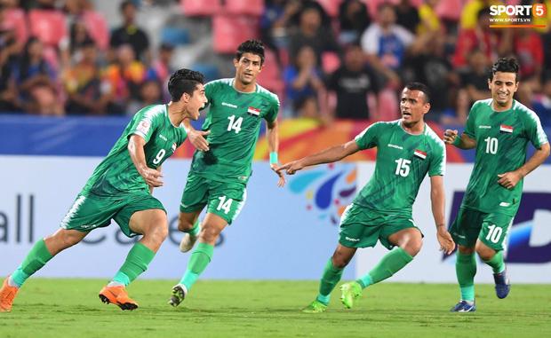 HLV trưởng U23 Iraq trách trọng tài xem VAR quá nhanh rồi ra quyết định có lợi cho Thái Lan-7