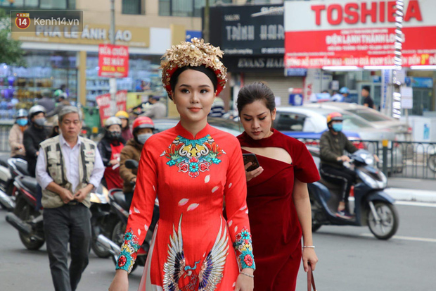 Ái nữ cựu chủ tịch CLB Sài Gòn - Quỳnh Anh xuất hiện xinh xắn trong đám hỏi thu hút sự chú ý khắp phố Xã Đàn-1