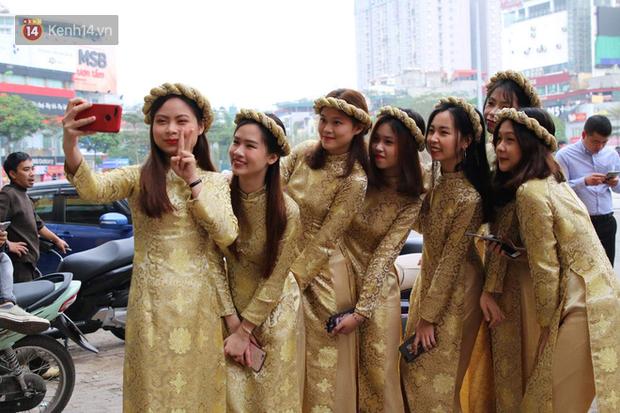 Ái nữ cựu chủ tịch CLB Sài Gòn - Quỳnh Anh xuất hiện xinh xắn trong đám hỏi thu hút sự chú ý khắp phố Xã Đàn-8