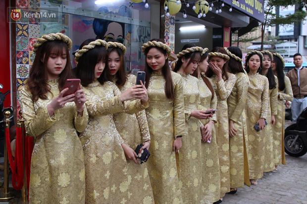 Ái nữ cựu chủ tịch CLB Sài Gòn - Quỳnh Anh xuất hiện xinh xắn trong đám hỏi thu hút sự chú ý khắp phố Xã Đàn-7