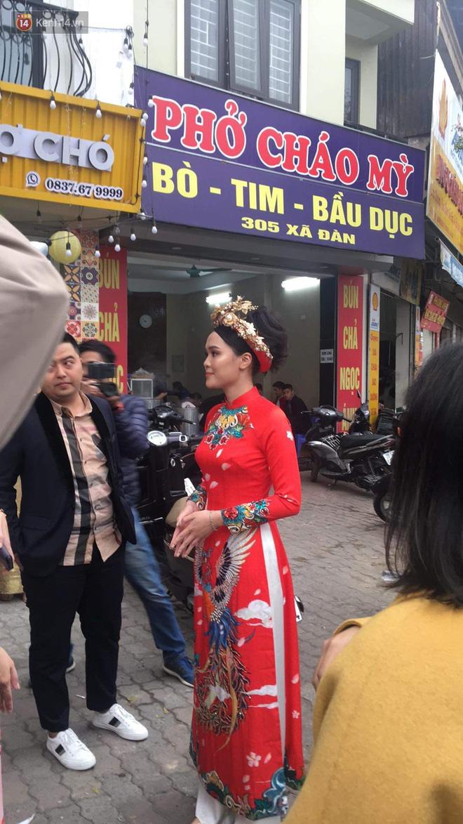 Ái nữ cựu chủ tịch CLB Sài Gòn - Quỳnh Anh xuất hiện xinh xắn trong đám hỏi thu hút sự chú ý khắp phố Xã Đàn-3