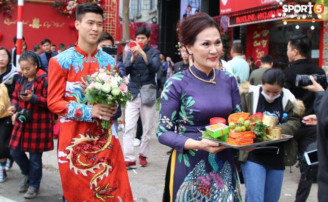 Đám hỏi trung vệ Duy Mạnh - Quỳnh Anh: Chủ rể ngại ngùng khi đặt chân tới nhà gái-5