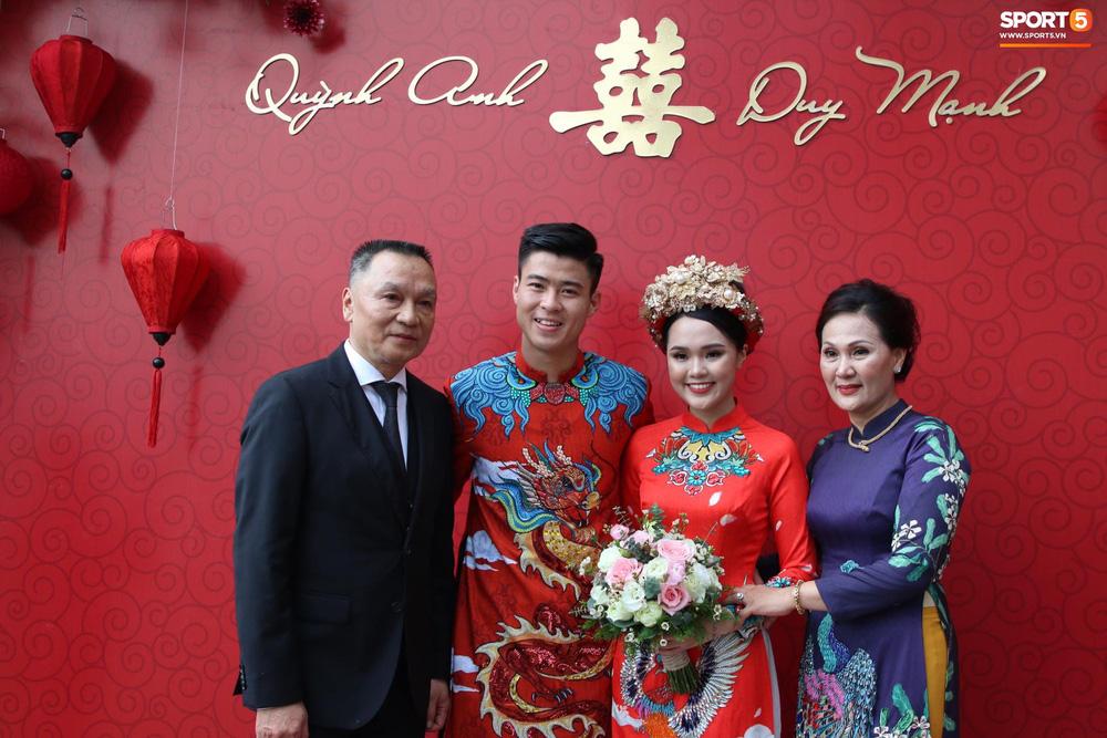 Đám hỏi trung vệ Duy Mạnh - Quỳnh Anh: Chủ rể ngại ngùng khi đặt chân tới nhà gái-4