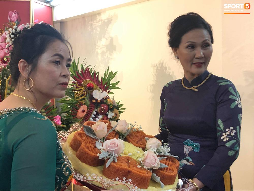Đám hỏi trung vệ Duy Mạnh - Quỳnh Anh: Chủ rể ngại ngùng khi đặt chân tới nhà gái-8