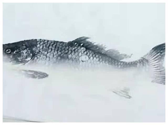 Đi học mẫu giáo có bài tập vẽ cá, cậu bé cùng ông nội làm ra tác phẩm bằng cách bá đạo khiến cô giáo trầm trồ-3