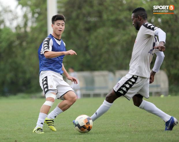 Vừa làm lễ ăn hỏi, Duy Mạnh sẽ phải chia xa Quỳnh Anh để đến Malaysia thi đấu-4