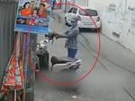 2 thanh niên đi xe máy trộm hoa Tết-1