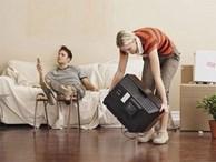 Đàn ông rung đùi uống trà ngày Tết trong khi vợ cắm mặt dọn dẹp nhà cửa: Nói 'em nghỉ đi để anh làm nhé' có khó đến vậy không?