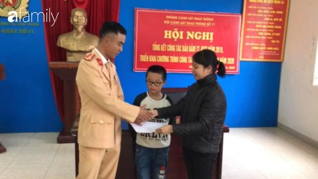 Hà Nội: Một học sinh tiểu học đi lạc do quên lên xe đưa đón học sinh-2