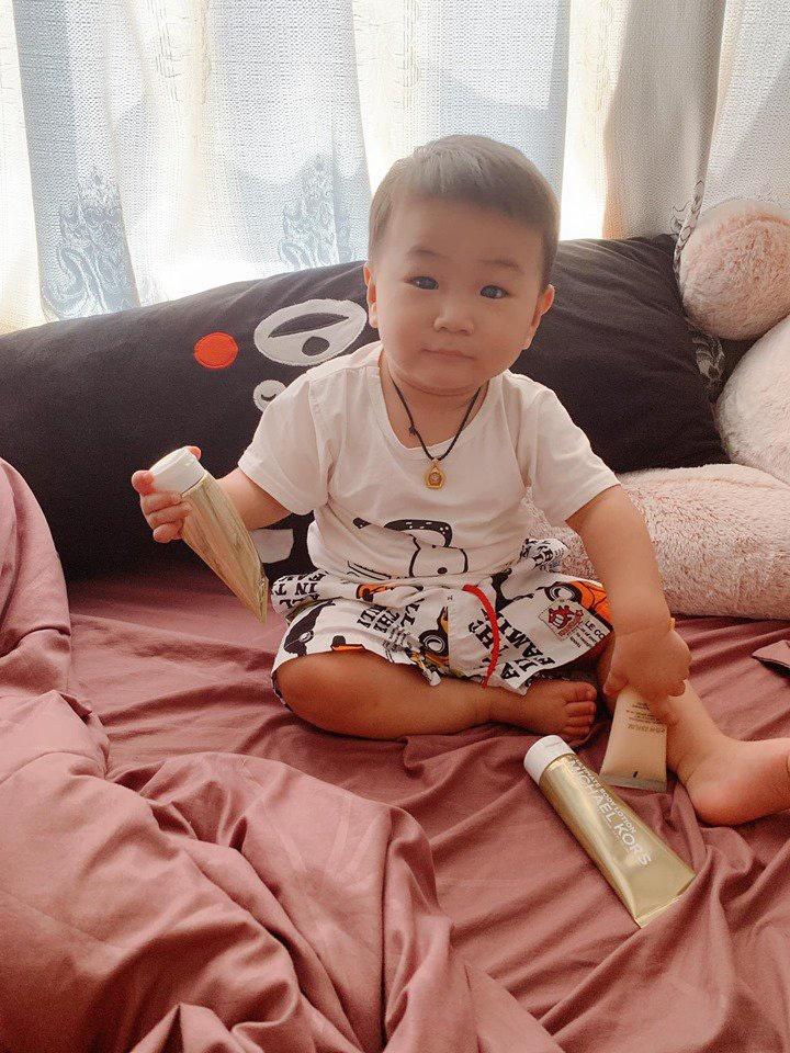 Nhìn cách nuôi dạy con của Lâm Khánh Chi, công chúng đồng tình khen đây chính là một người mẹ thực thụ-2