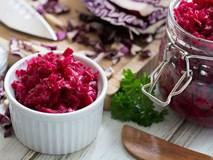 Trổ tài muối bắp cải đỏ lạ miệng dịp Tết, thêm vào món ăn nào nhìn cũng rất đẹp mắt