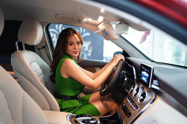 Lạ lùng như Nam Thư: Bật khóc vì không có tiền tiêu Tết nhưng lại vừa tậu xe hơi bạc tỷ-2