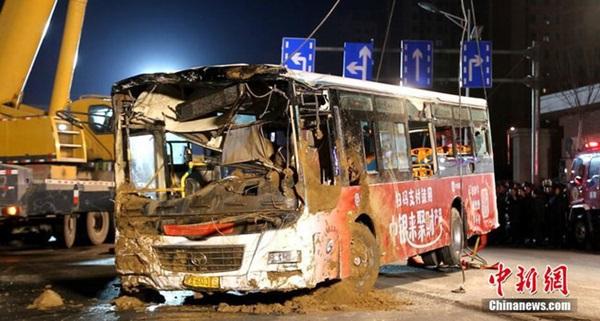 Xe buýt đang vào trạm bất ngờ gặp nạn khi mặt đường bị sập khiến 9 người tử vong-5