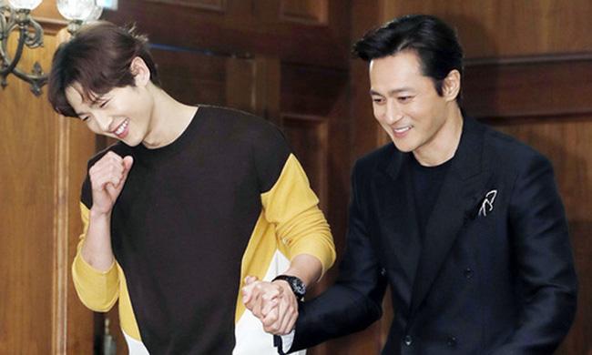Giữa lúc chồng cũ Song Joong Ki vướng nghi vấn tìm gái mua vui cùng Jang Dong Gun, Song Hye Kyo đã có phản ứng này-1
