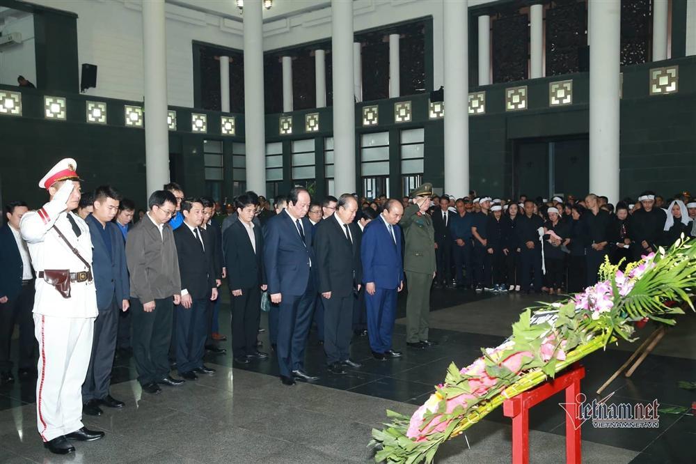 Xót xa dải tang trắng trong lễ tang 3 liệt sĩ hy sinh ở Đồng Tâm-1