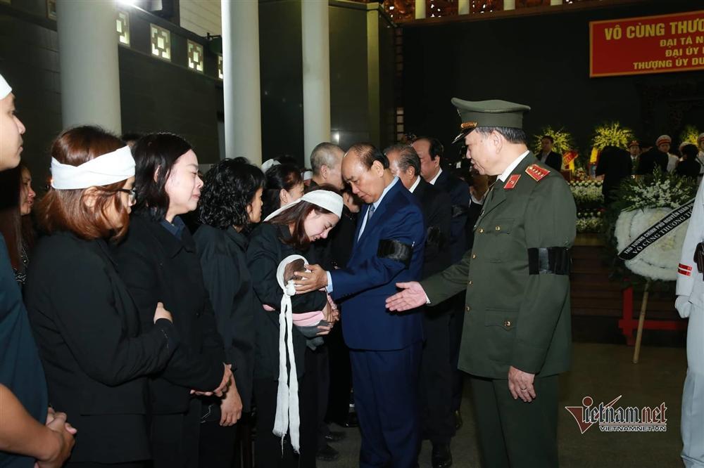 Xót xa dải tang trắng trong lễ tang 3 liệt sĩ hy sinh ở Đồng Tâm-4