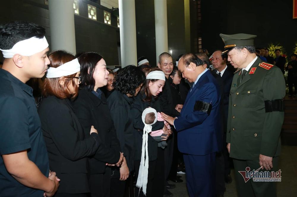 Xót xa dải tang trắng trong lễ tang 3 liệt sĩ hy sinh ở Đồng Tâm-5