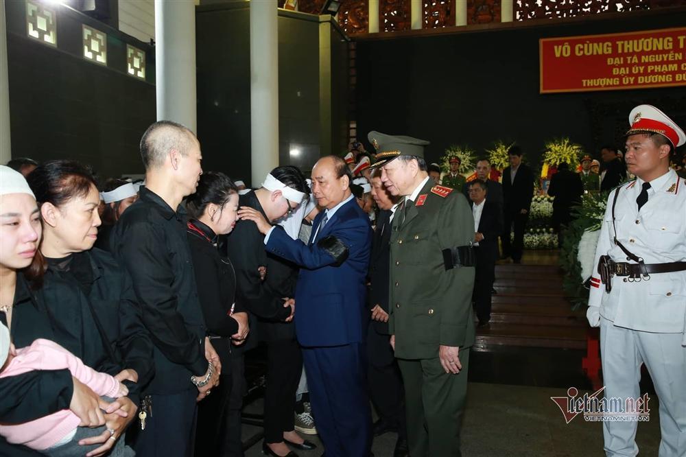 Xót xa dải tang trắng trong lễ tang 3 liệt sĩ hy sinh ở Đồng Tâm-7