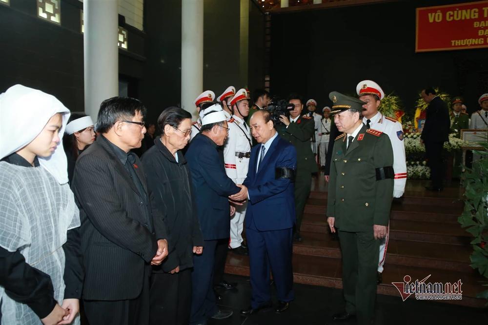 Xót xa dải tang trắng trong lễ tang 3 liệt sĩ hy sinh ở Đồng Tâm-8