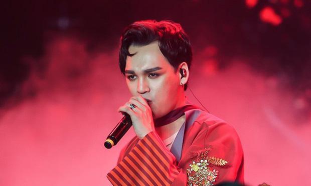 Bị chỉ trích diễn phản cảm, Nguyễn Trần Trung Quân lên tiếng: Thần tượng Kpop cởi áo được hò reo tại sao nghệ sĩ Việt bị chê trách?-3