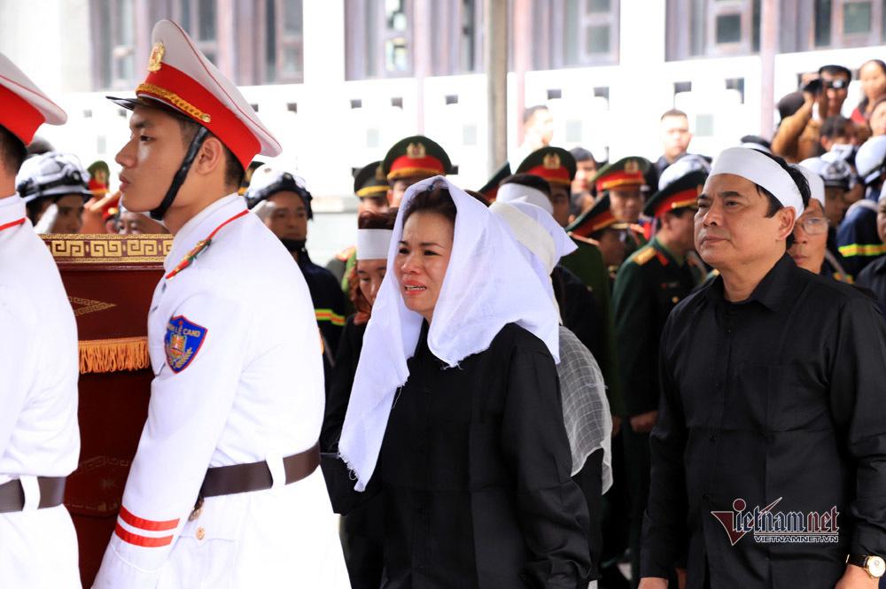 Xót xa dải tang trắng trong lễ tang 3 liệt sĩ hy sinh ở Đồng Tâm-10