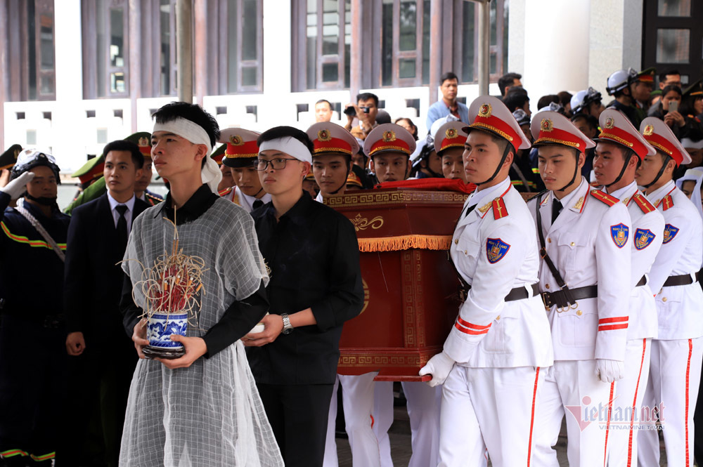Xót xa dải tang trắng trong lễ tang 3 liệt sĩ hy sinh ở Đồng Tâm-9