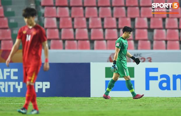 Tiến Dũng thất thần sau pha ghi bàn, cơ hội đi tiếp của U23 Việt Nam bé bằng con kiến-5