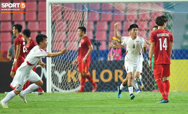 Tiến Dũng thất thần sau pha ghi bàn, cơ hội đi tiếp của U23 Việt Nam bé bằng con kiến-3