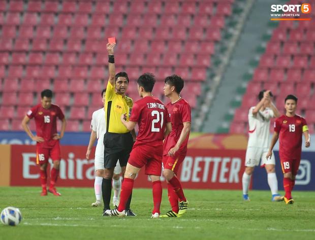 Khoảnh khắc đáng buồn nhất VCK U23 châu Á 2020: Đình Trọng nhận thẻ đỏ, U23 Việt Nam mất hết sau trận đấu với CHDCND Triều Tiến-1