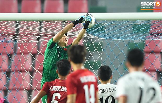 Khoảnh khắc đáng buồn nhất VCK U23 châu Á 2020: Đình Trọng nhận thẻ đỏ, U23 Việt Nam mất hết sau trận đấu với CHDCND Triều Tiến-2