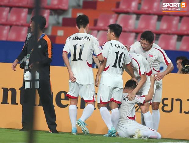 Khoảnh khắc đáng buồn nhất VCK U23 châu Á 2020: Đình Trọng nhận thẻ đỏ, U23 Việt Nam mất hết sau trận đấu với CHDCND Triều Tiến-3