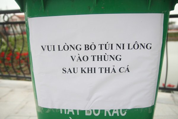 Hà Nội: Lắp cầu trượt tiễn Táo quân, người dân thích thú chờ đến lượt-7