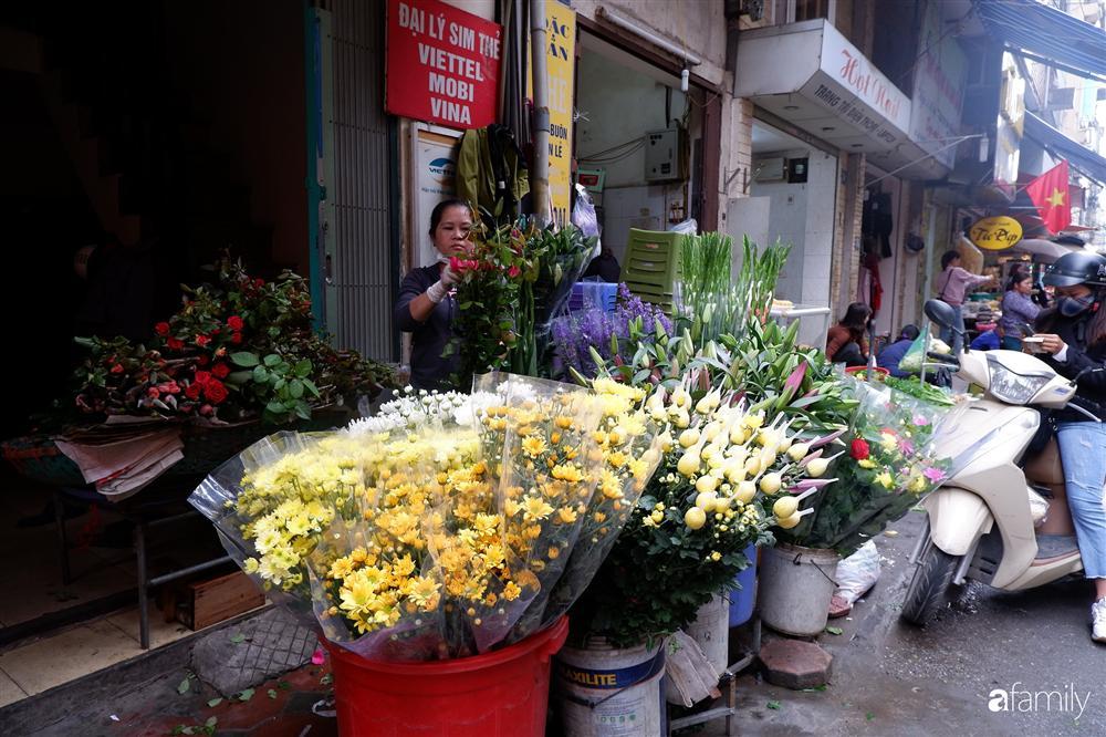 Tiễn ông Táo về trời: Người Hà Nội nhộn nhịp khiến không khí mua sắm tấp nập trên mỗi khu chợ-4
