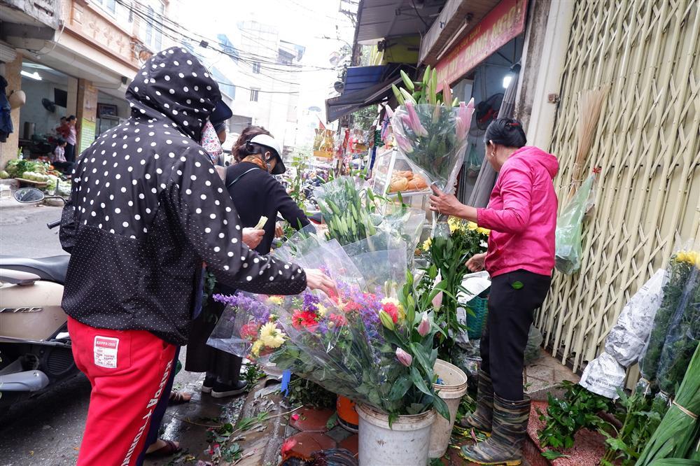 Tiễn ông Táo về trời: Người Hà Nội nhộn nhịp khiến không khí mua sắm tấp nập trên mỗi khu chợ-5