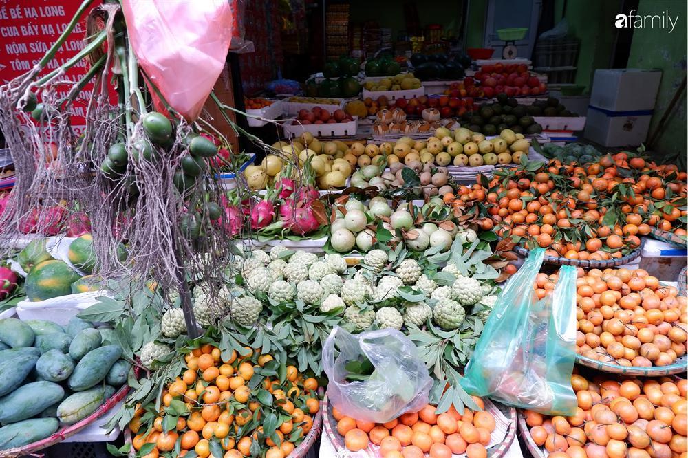 Tiễn ông Táo về trời: Người Hà Nội nhộn nhịp khiến không khí mua sắm tấp nập trên mỗi khu chợ-8