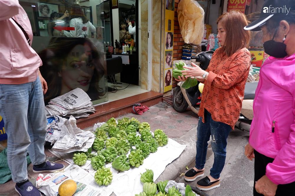 Tiễn ông Táo về trời: Người Hà Nội nhộn nhịp khiến không khí mua sắm tấp nập trên mỗi khu chợ-9