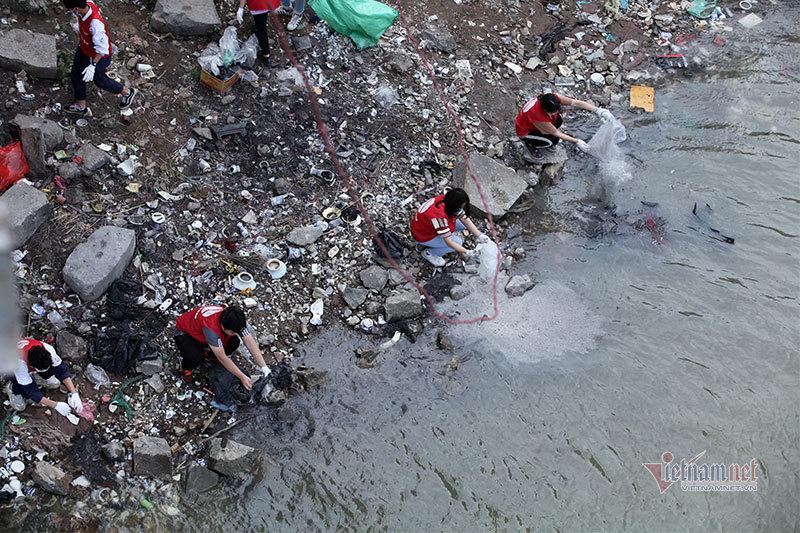 Sư thầy, học sinh, sinh viên kiên trì bảo vệ môi trường ngày ông Công, ông Táo-12
